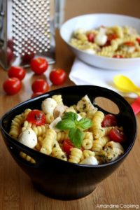 salade-de-pates-au-poulet-pesto-tomates-cerise-et-mozzarella