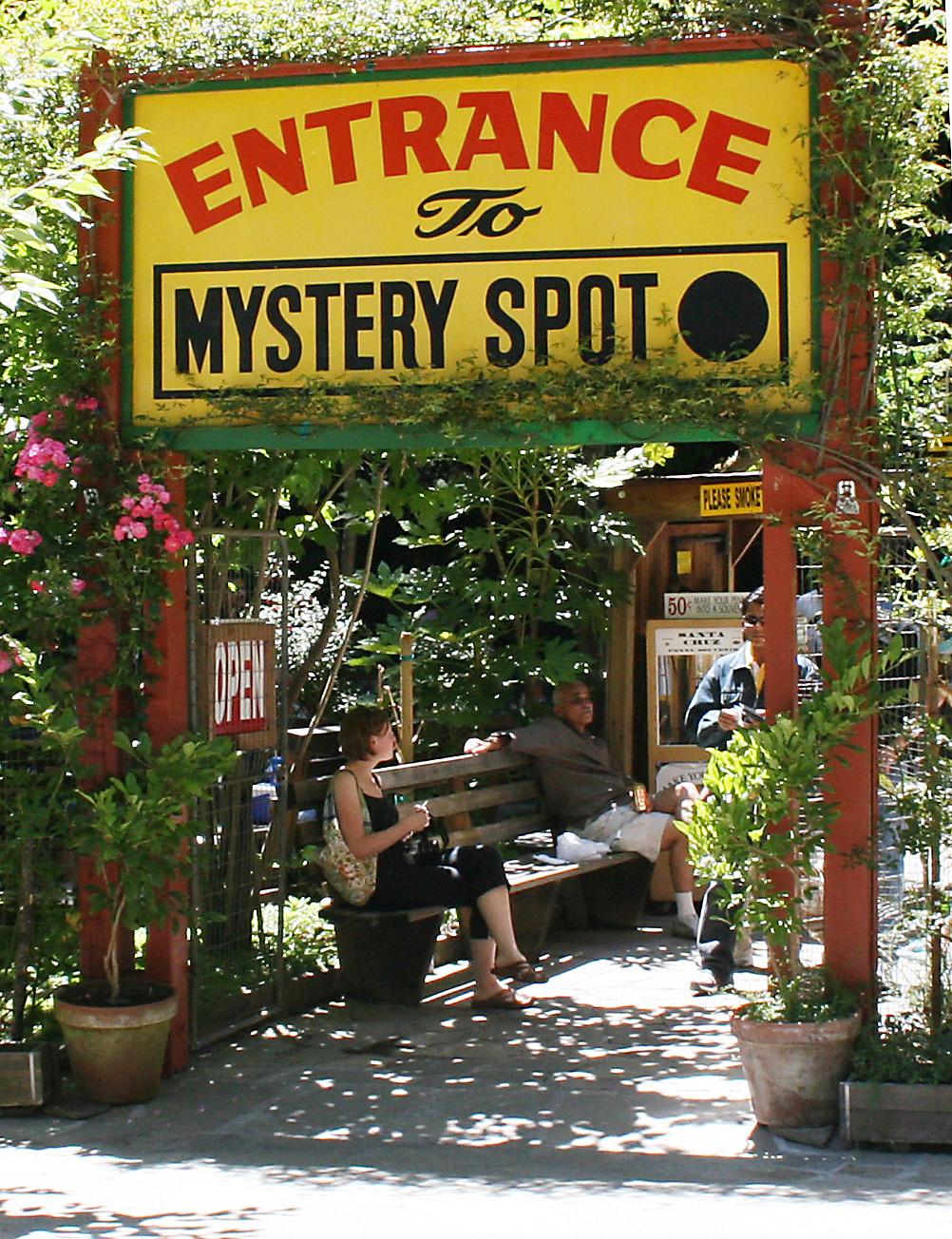 Mystery_spot_entrance